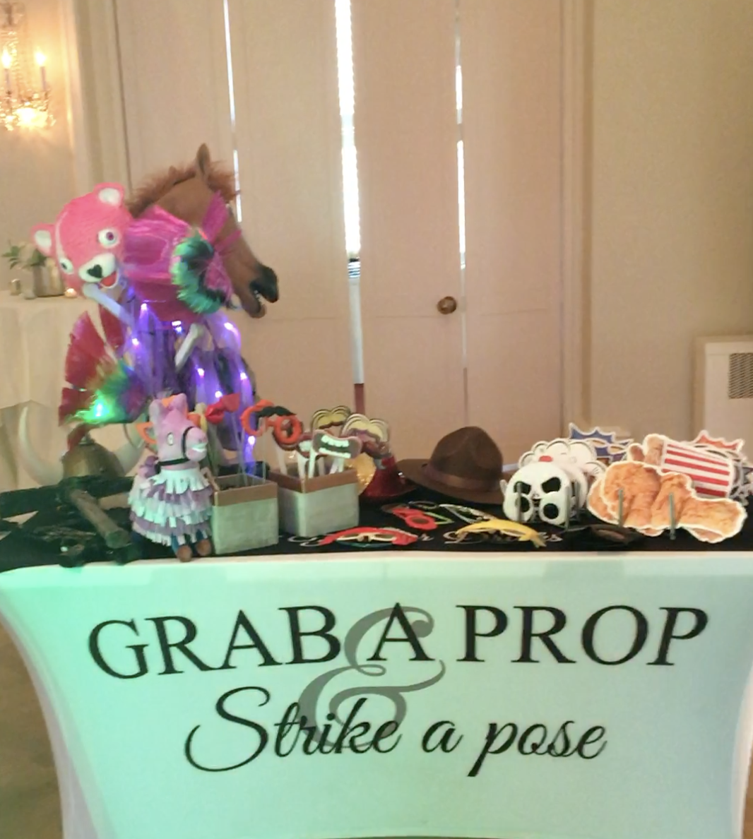 Social Party Booth Prop Table